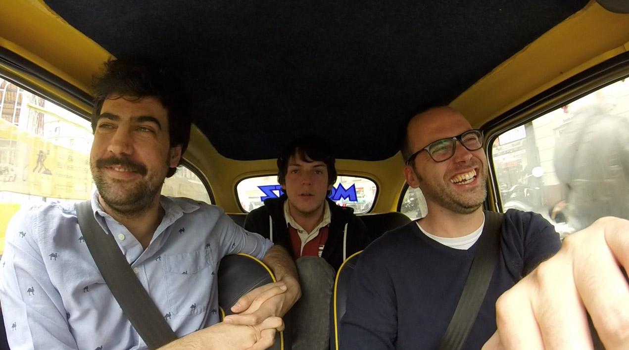 De paseo con Venga Monjas, dos salaos que hacen vídeos de humor en Internet