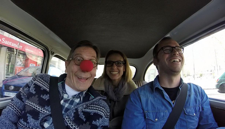 De paseo con Fofito y Mónica Aragón en un auto nuevo