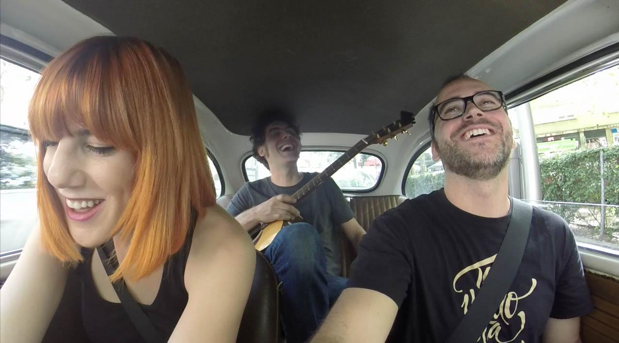 Paseo con música de Aurora & The Betrayers y una parodia de Luz Casal